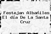 Festejan Albañiles El <b>día De La Santa Cruz</b>