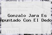 <b>Gonzalo Jara</b> Es Apuntado Con El Dedo