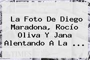 La Foto De Diego <b>Maradona</b>, Rocío Oliva Y Jana Alentando A La ...