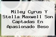 Miley Cyrus Y <b>Stella Maxwell</b> Son Captadas En Apasionado Beso