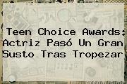 <b>Teen Choice Awards</b>: Actriz Pasó Un Gran Susto Tras Tropezar